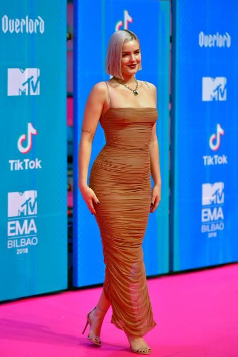 English singer Anne-Marie poses on the red carpet ahead of the MTV Europe Music Awards at the Bizkaia Arena in the northern Spanish city of Bilbao on November 4, 2018. (Photo by ANDER GILLENEA / AFP)