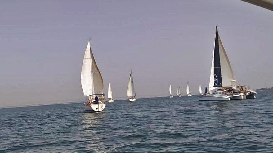 Cincuenta veleros navegan en La Manga por la ILP Mar Menor