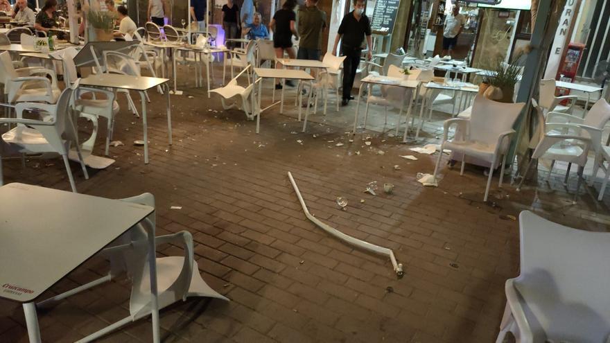Arrestado tras irrumpir con su coche en una plaza de Xàbia repleta de clientes en las terrazas