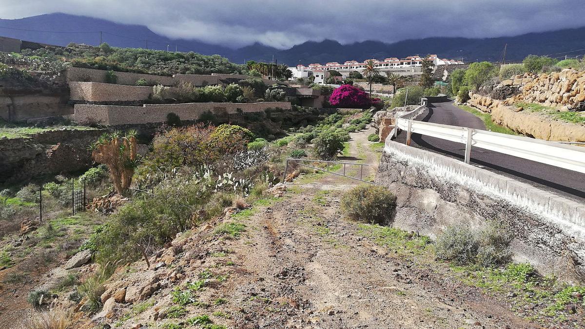 La primera fase del proyecto para recuperar el Bien de Interés Cultural (BIC), con categoría se sitio histórico, fue inaugurada el 15 de junio de 2007 (arriba) e incluye una ermita y accesos peatonales a un espacio consagrado al culto en el lugar que se ubicaba el auchón del menceyato de Acaymo.