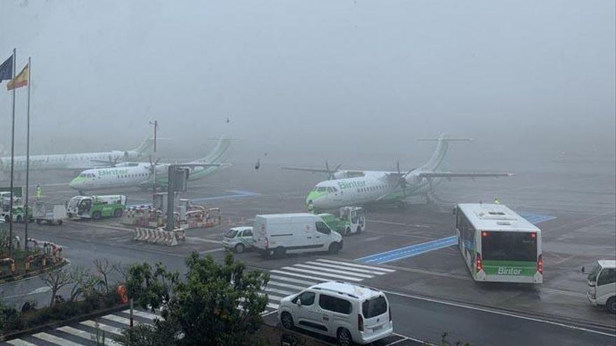 La niebla obliga al desvío y cancelación de vuelos en Los Rodeos