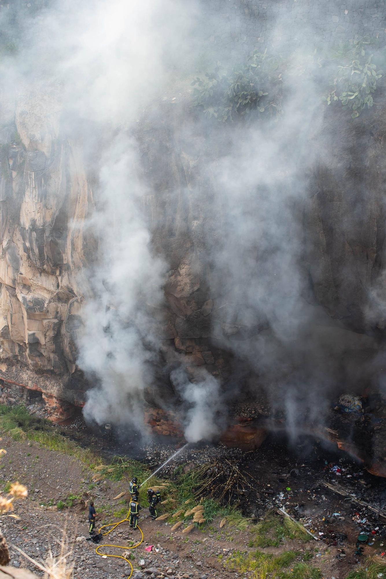 Incendio en una cueva de Barranco Santos