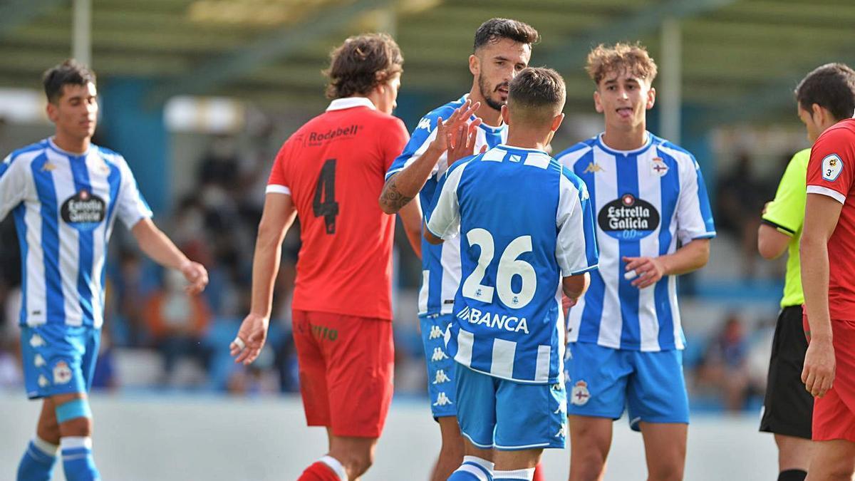 Quiles y Noel celebran uno de los goles del amistoso contra el Viveiro.    // RCD