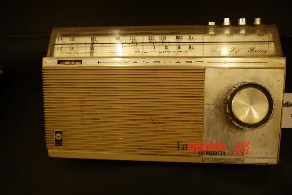 Exposición de radios antiguas en Cieza