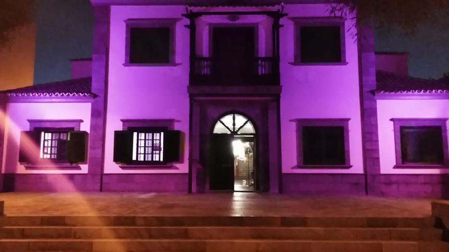 El Ayuntamiento se ilumina de morado para dar visibilidad al Síndrome Dravet