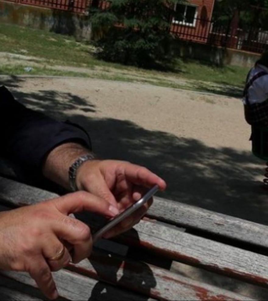 Respirar hondo y otros consejos para sobrevivir al Whatsapp del cole: claves para mamás y papás
