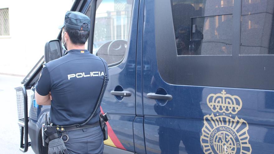 Detienen a cuatro hombres en Benidorm por realizar hurtos y robos con violencia