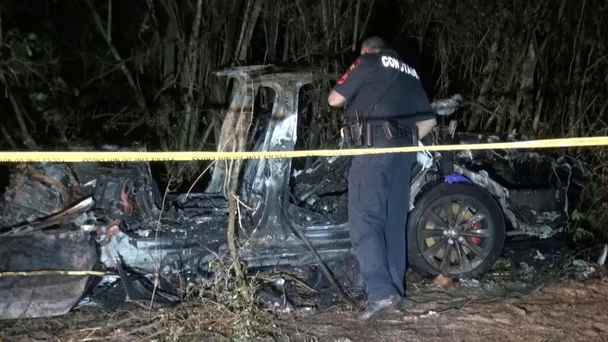 L'accident d'un Tesla «sense ningú al volant» deixa dos morts a Texas
