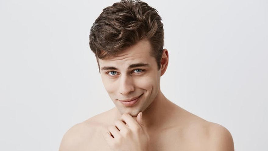 Así es el mewing, la técnica para parecer más guapo colocando bien la lengua
