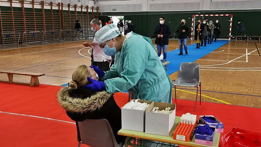 La alcaldesa de Cangas ofrece el pabellón de Rodeira al Sergas para vacunaciones