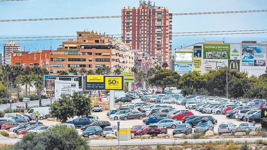 La gran afluencia de turistas agudiza los problemas de aparcamiento en Benidorm