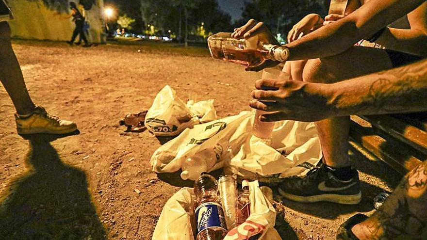 Hasta 300 personas en una fiesta con drogas y baile en el Cabanyal