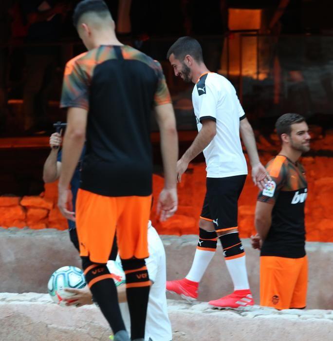 Así es la nueva equipación del Valencia CF para la temporada 2019/2020