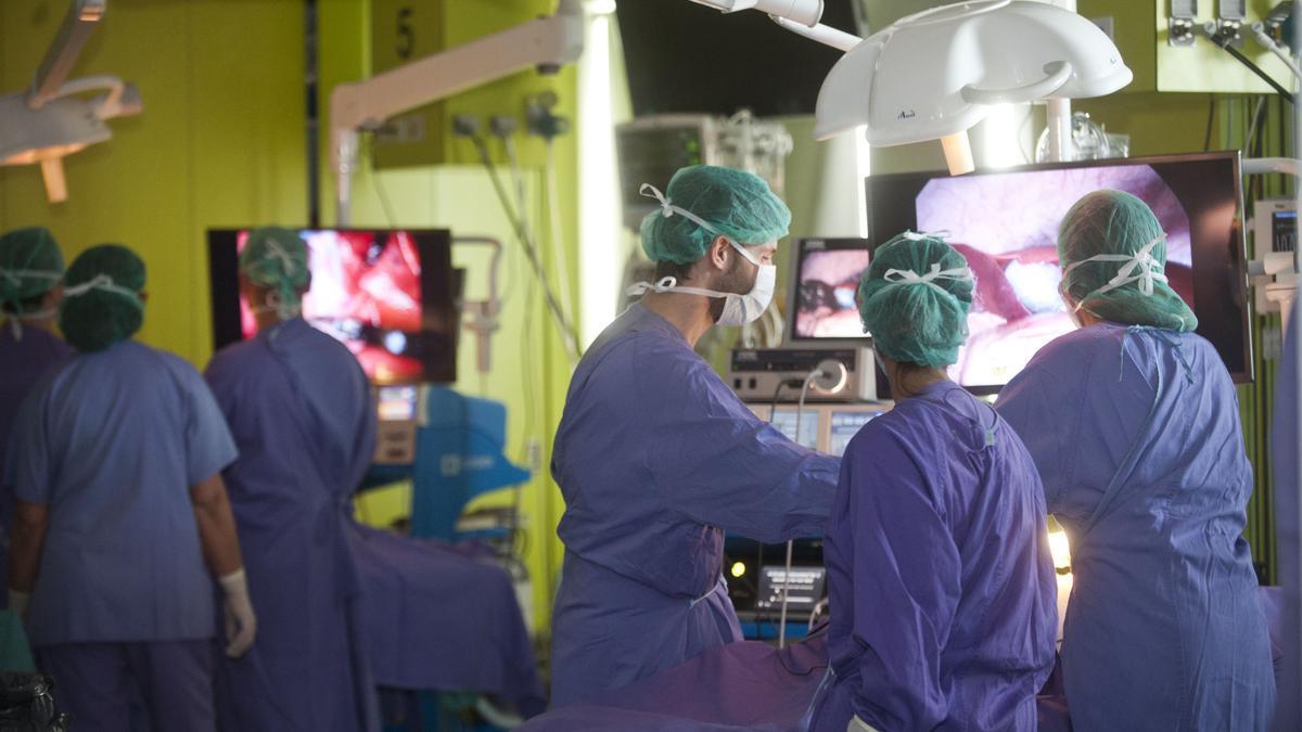 Médicos durante una jornada de formación en el centro tecnológico del Hospital de A Coruña.