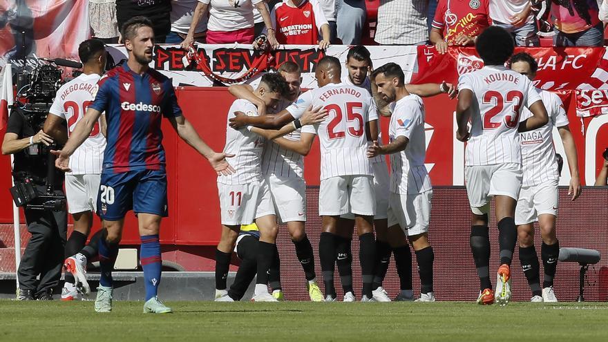 El Sevilla vence al Levante y se asienta en lo alto de la tabla
