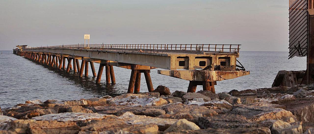 Una vista del Pantalán en Port de Sagunt.   DANI TORTAJADA