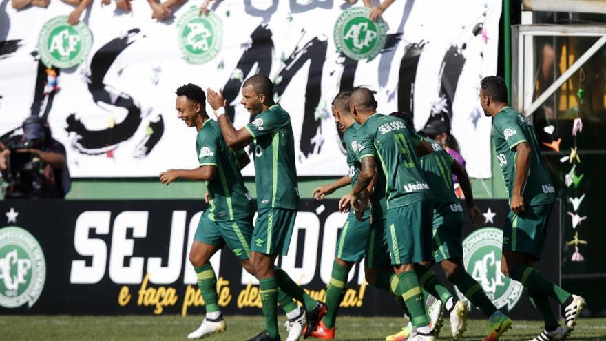 El Chapecoense es retroba amb el món del futbol