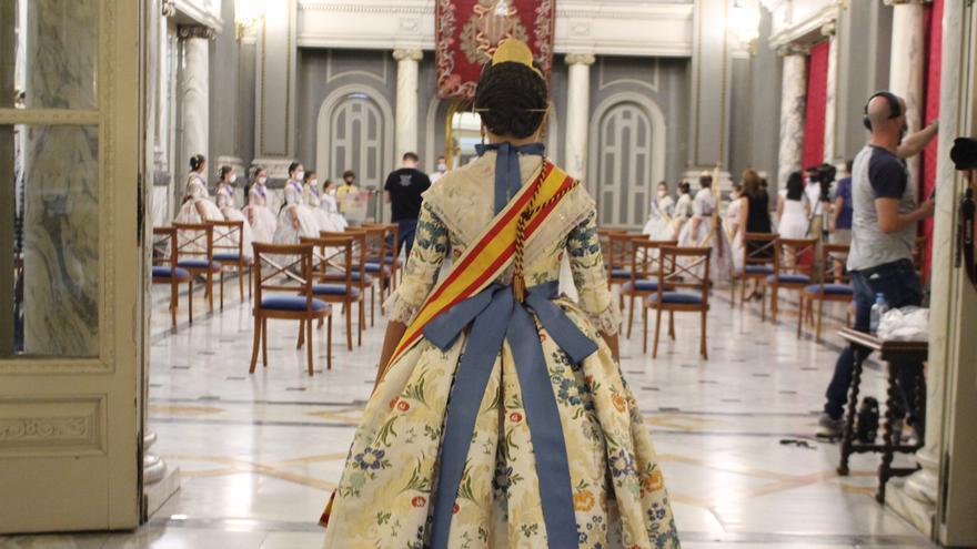 Todo preparado para la Imposición de Bandas a Falleras Mayores y Cortes de 2021