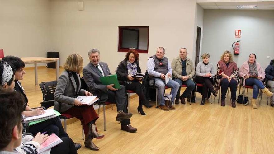 Los concejos dudan de poder asumir las valoraciones de la ley de dependencia