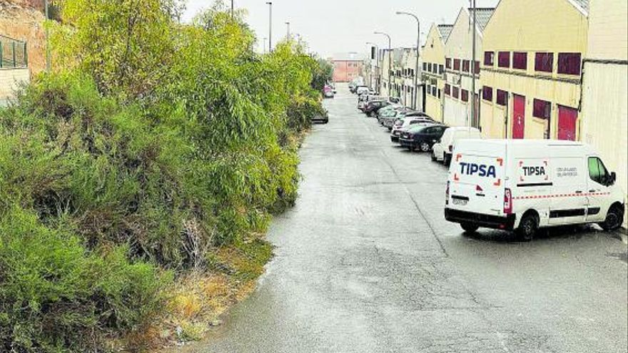 Los empresarios de Carrús piden la creación de un bulevar comercial para la revitalización del polígono