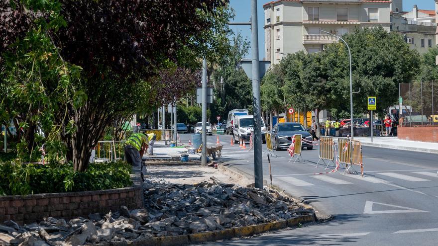 3.000 metros cuadrados de acerados nuevos al mes con un millón de euros de inversión