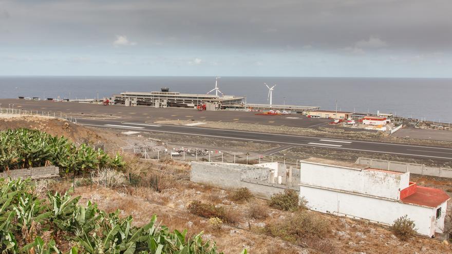 El aeropuerto de La Palma vuelve a operar