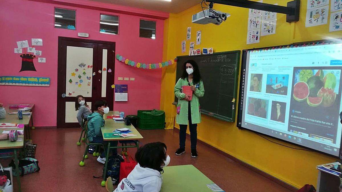 Frida Kahlo se cuela en el colegio de Raíces por el 8M