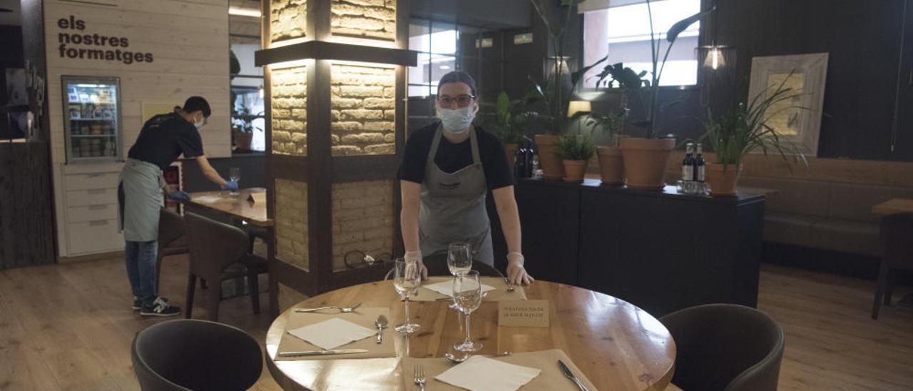 EN FOTOS | Com és la tornada a la «nova normalitat» dels bars i restaurants?