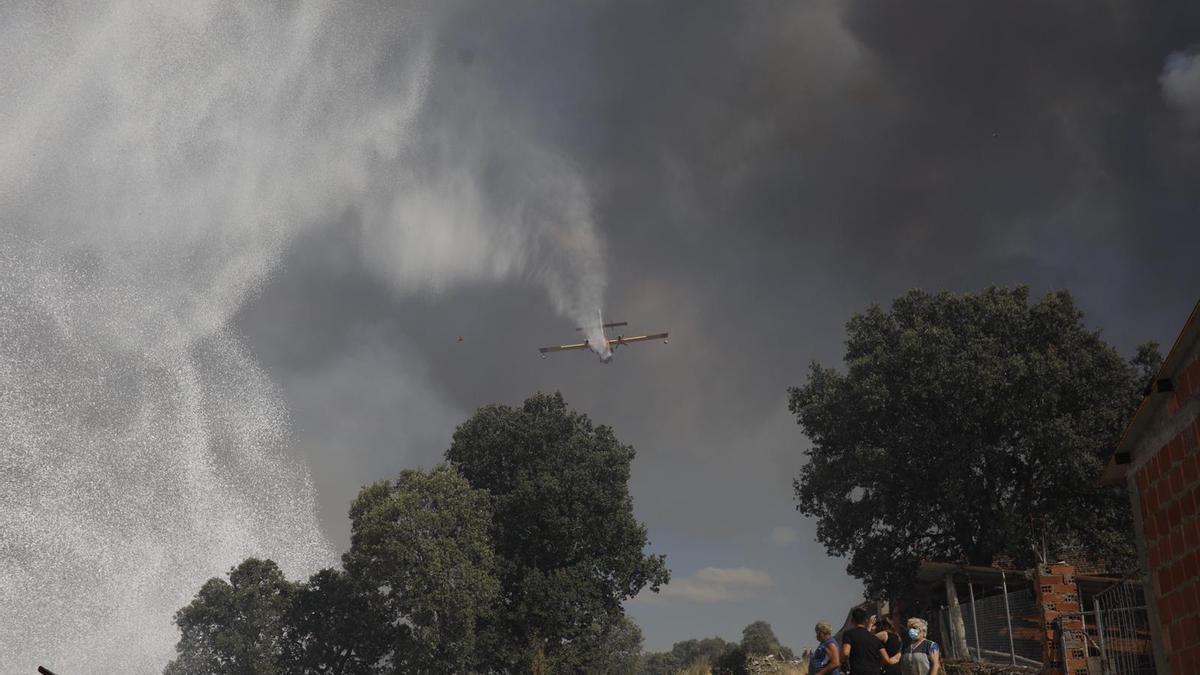 Imágenes del incendio en Lober de Aliste.
