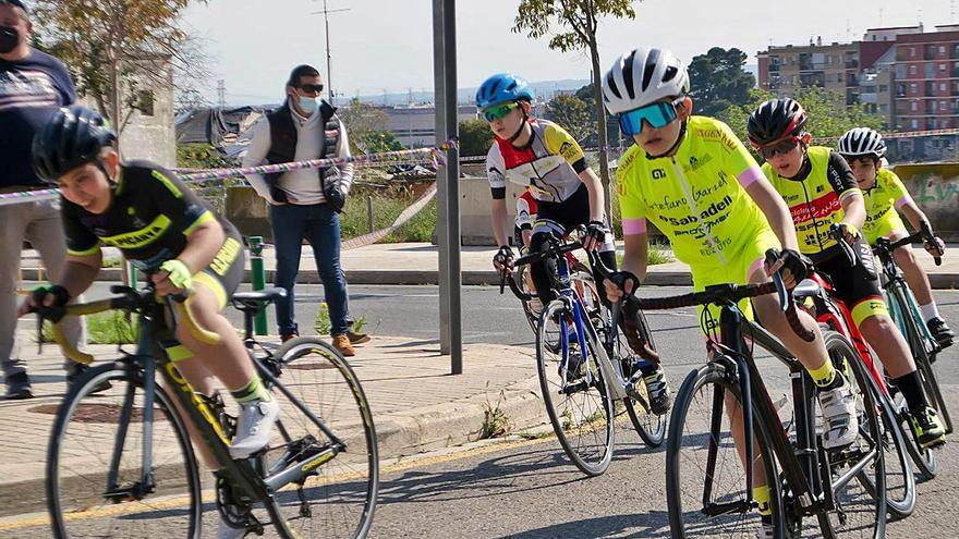 Andrés gana la prueba inaugural del provincial de escuelas ciclistas