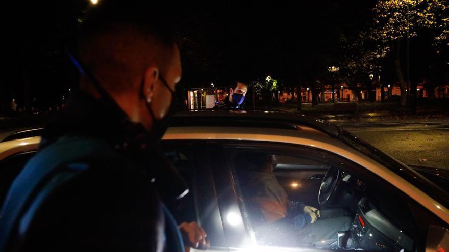 Un conductor de un vehículo de movilidad personal, trasladado al San Agustín tras caer en Hermanos Orbón