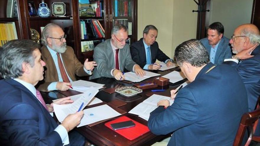 Empresarios de Vigo, A Coruña y Santiago formalizan la creación del Círculo Financiero de Galicia