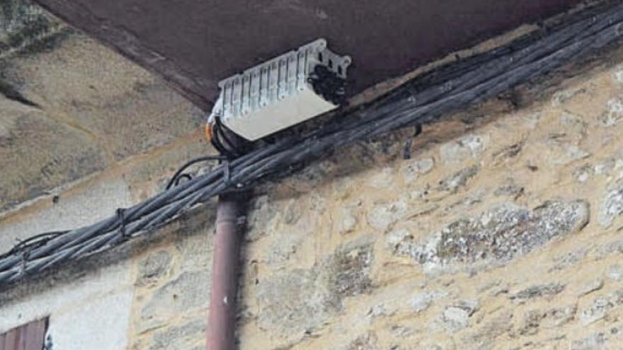 Puebla de Sanabria tiene paralizada la obra del cableado de fibra óptica desde el viernes