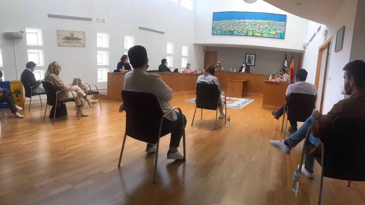 Imagen del pleno extraordinario del Ayuntamiento de Miajadas.