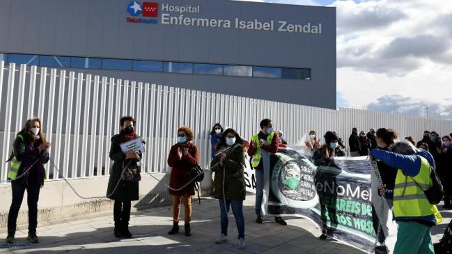 """Trabajadores del Hospital Isabel Zendal califican de """"catastrófica"""" la situación en el centro"""
