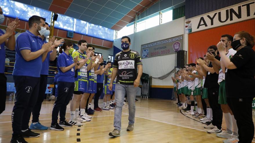 GALERÍA | El homenaje a Octavio Magadán del Balonmano Zamora, en imágenes