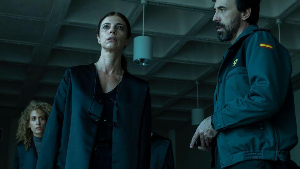 Maribel Verdú e Israel Elejalde, en 'Ana Tramel. El juego'.