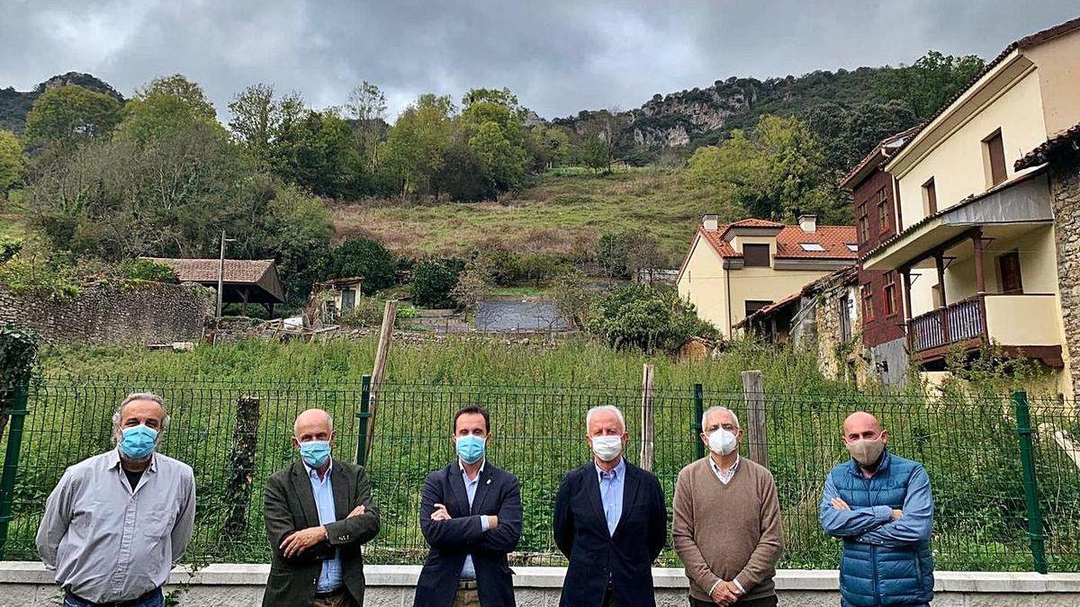 Javier Naves, Nicanor Fernández, David Villar, Joaquín Lorences, Juan Eugenio Ramos y José Tuñón, ayer, en Proaza.