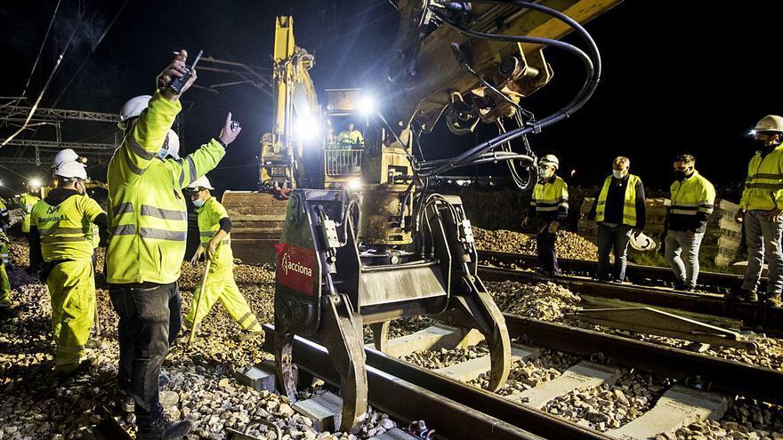 El Gobierno ayudará con 120 millones en 'ecoincentivos' por llevar camiones en tren