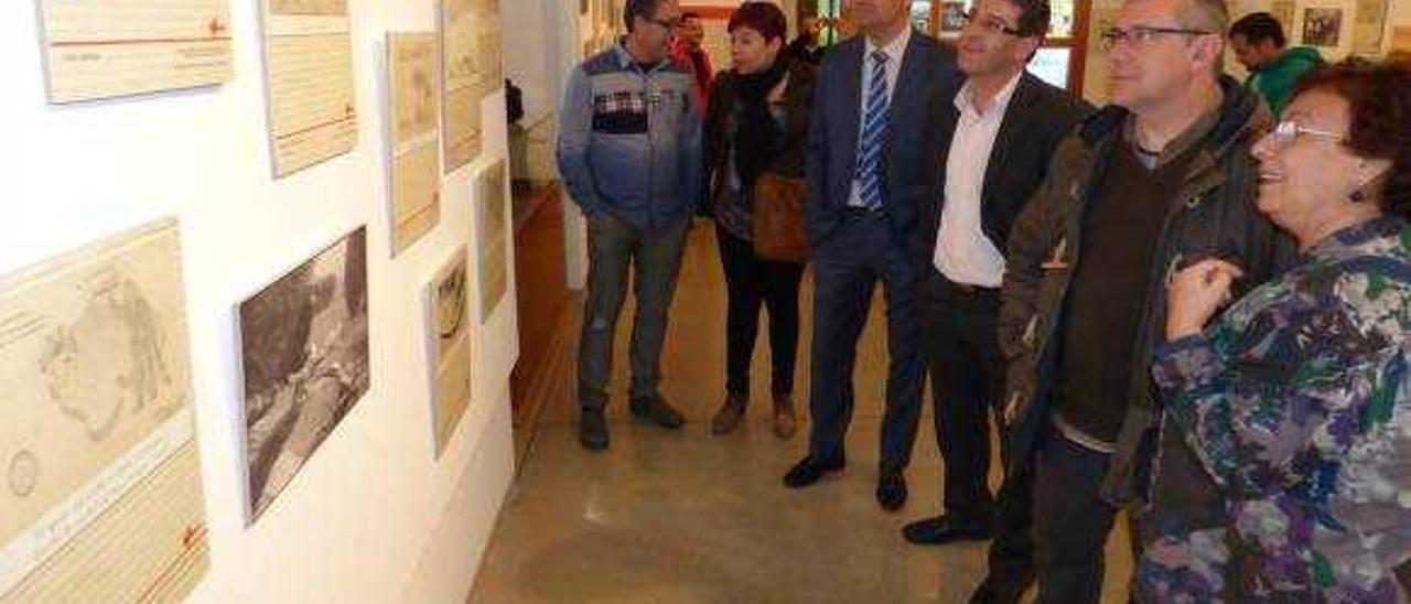 Rodríguez y Palomar inauguran la muestra de dibujos de niños durante la Guerra Civil