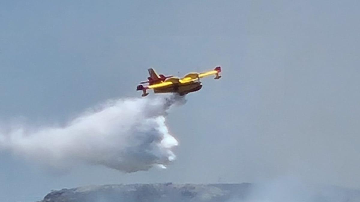 Incendio forestal extendido todavía activo en la cuenca orensana del Bibey tocante a Zamora