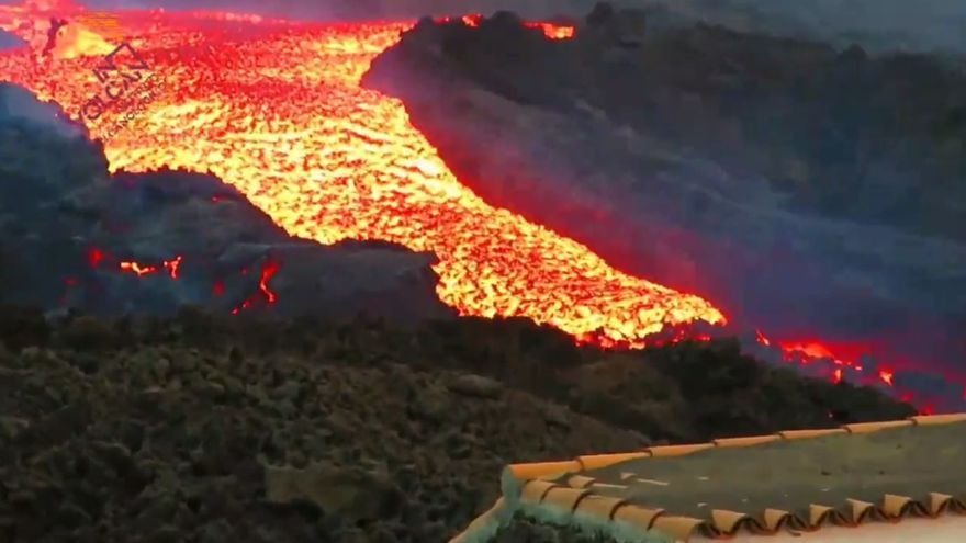 La lava del volcán de La Palma, a toda velocidad