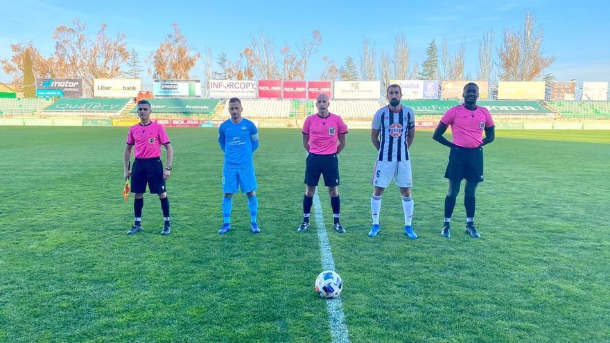 UD Ibiza y Badajoz firman tablas en un amistoso de 'play-off'