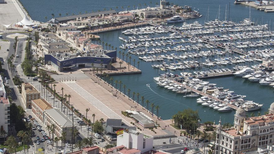 Detienen a cuatro turistas por la agresión a un hombre en la zona de ocio del Puerto de Alicante