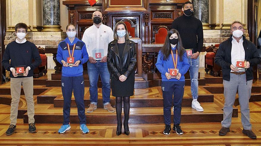 Homenaje del Concello a seis coruñeses campeones de España