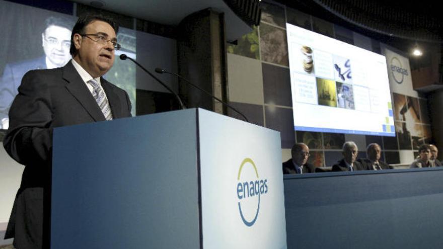 Enagás reduce su inversión tras el frenazo a la planta de Granadilla