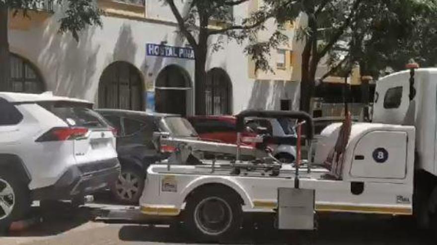 La Policía Local multa a un centenar de coches de 'rent a car' aparcados en la calle