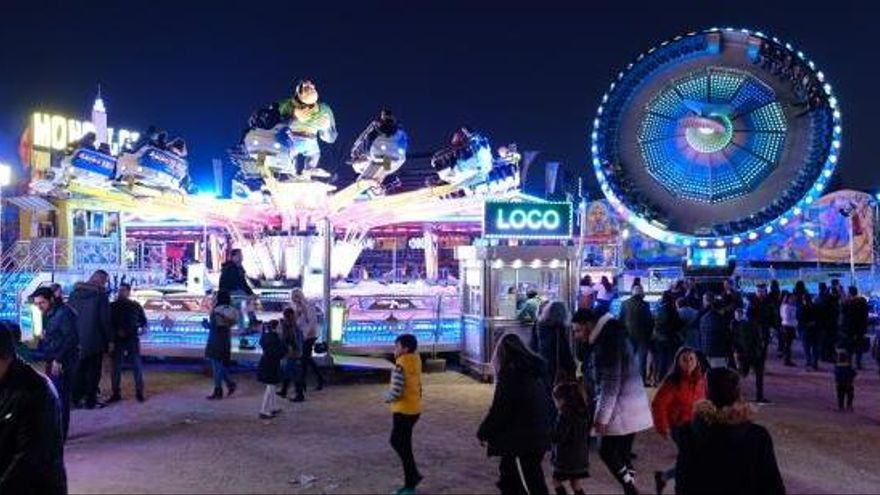 Un accidente obliga a cerrar una atracción infantil de la Feria de la Inmaculada de Elda