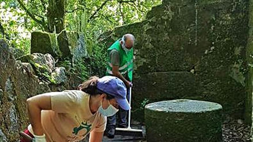 Vaipolorío realiza tareas de mantenimiento y limpieza en Os Gafos