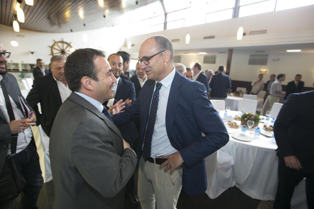 Manuel Illueca saluda a Manuel Palomar